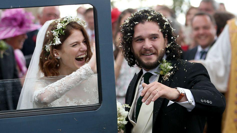 Promi-Hochzeit von Game-of-Thrones-Stars Rose Leslie und Kit Harrington in Schottland: Bei der Partnerwahl generell spielt ganz offensichtlich Geld eine unbewusste aber unterschätzte Rolle