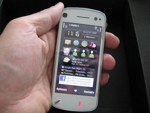 Nokia N97: Beim Touchscreen ist ein gewisser Druck nötig