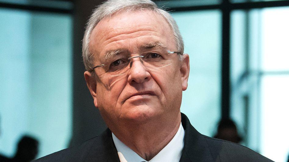 """Der ehemalige Volkswagen-Konzernchef Martin Winterkorn hat sich im Abgasskandal vor Gericht nicht nur wegen """"bandenmäßigen Betrugs"""", sondern auch wegen möglicher Kapitalmarktmanipulation zu verantworten"""