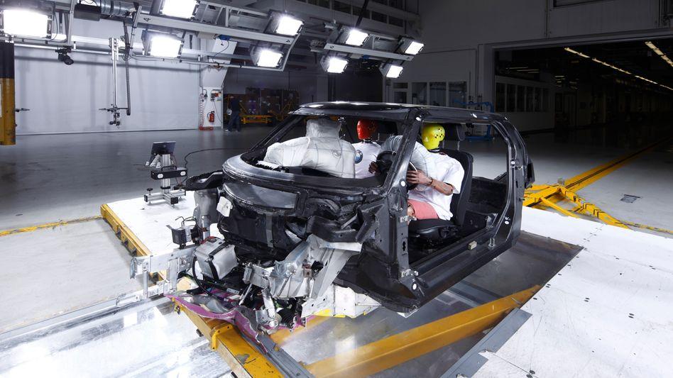 Einsteigen, bitte: Bei der Zukunftstechnologie Brennstoffzelle will BMW offenbar mit GM zusammenarbeiten. Im Bild die Karbonkarosserie von BMWs Elektroauto i3