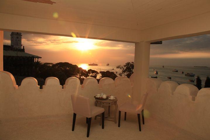 Schön schattig: Hier kann man den Sonnenuntergang genießen