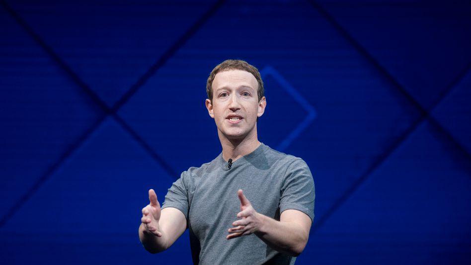 """""""Das gesamte Unternehmen ist entsetzt darüber, dass wir hintergangen wurden"""": Facebook-Chef Mark Zuckerberg gerät immer mehr in Bedrängnis. US-Senatoren und mehrere Regierungen in Europa wollen Zuckerberg vorladen"""