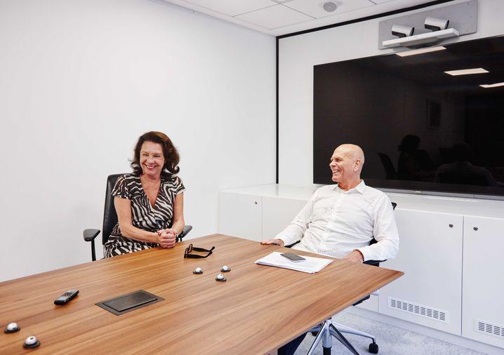 Viele Fragen: Peter Harf beim Interviewtermin mit meiner Kollegin Ursula Schwarzer.