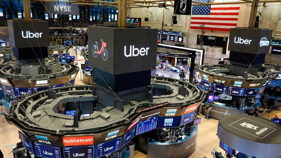 Börsengang von Uber an der NYSE: Der hoch gehandelte Mobilitäts-Dienst geriet zum Börsenflop. Die breiten Börsenindizes wie Dow Jones oder MSCI World haben dagegen ihre Klettertour fortgesetzt.