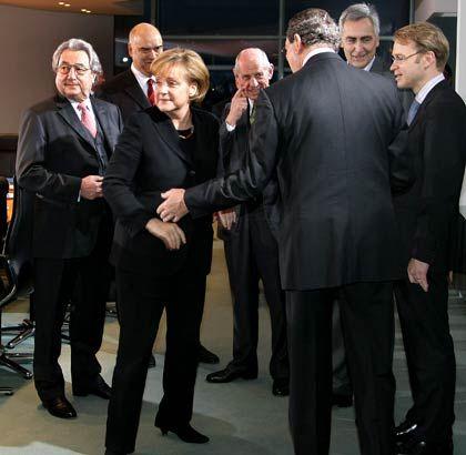 Merkel und die mächtigen Männer: Krisengipfel im Kanzleramt