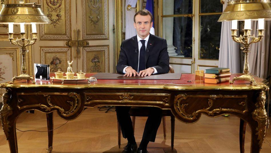 Frankreichs Präsident Emmanuel Macron wendet sich ans Volk: In einer Fernsehansprache verspricht Macron eine Erhöhung des Mindestlohns und Steuererleichterungen für Rentner