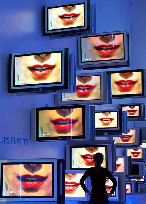 Fernseher wohin man schaut: Auf der Ifa geht es dieses Jahr vor allem um Flachbildfernseher, HDTV und Festplattenrekorder