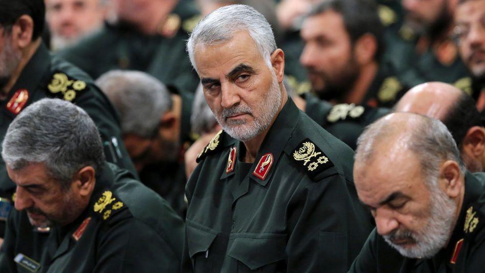 Qasem Soleimani (Archivbild): Bei einer US-amerikanischen Attacke nahe dem Flughafen von Bagdad ist einer der hochrangigsten iranischen Generäle getötet worden. Anleger in Asien und Europa fürchten eine Eskalation des Konflikts mit harten Folgen für Wirtschaft und Börsen