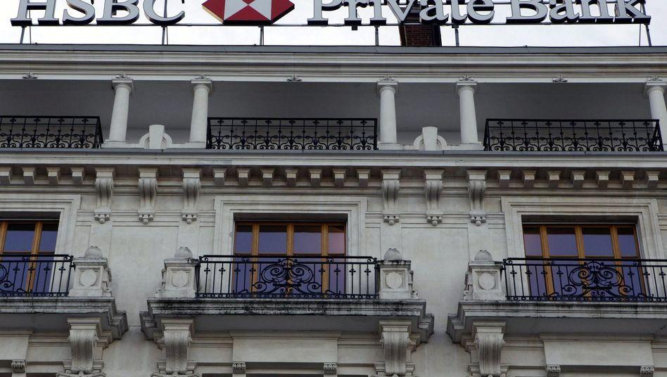 """""""Das Geschäftsgebaren der HSBC hat sich klar verändert"""", attestiert die Schweizer Bankenaufsicht der britischen Bank im Land der Eidgenossen. Manche halten die Aussage so gehaltvoll wie die Löcher im Schweizer Käse"""