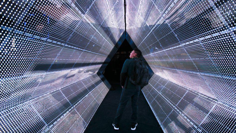 5G-Tunnel von Intel auf der Technikmesse CES