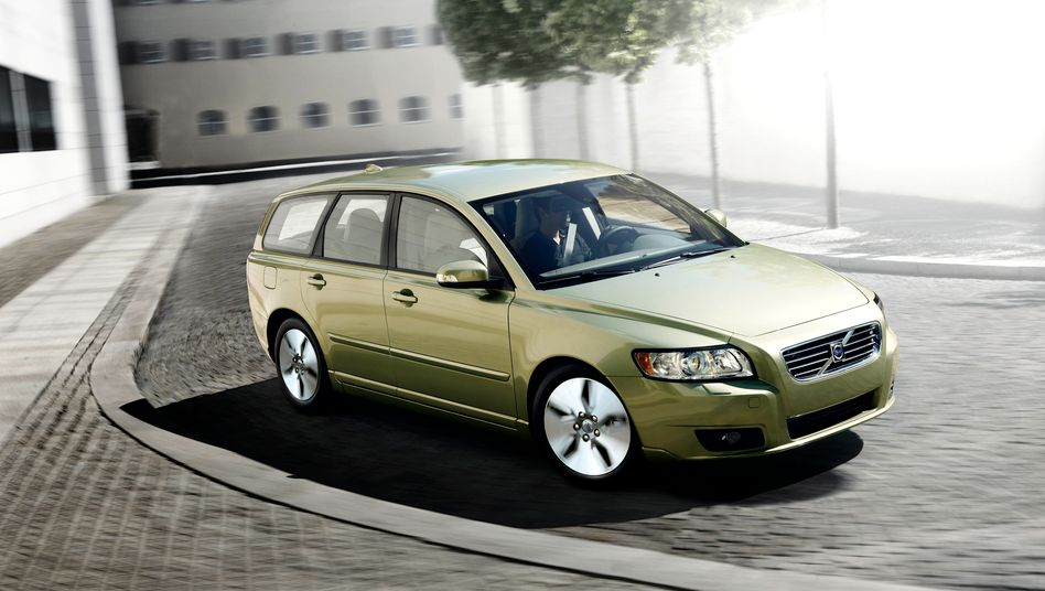 Volvo-Kombi V50: Sparsamere Motoren und rundlicheres Design sorgen für Absatzschub