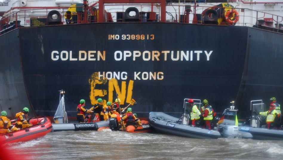 Gipfel-Proteste von Greenpeace im Hamburger Hafen