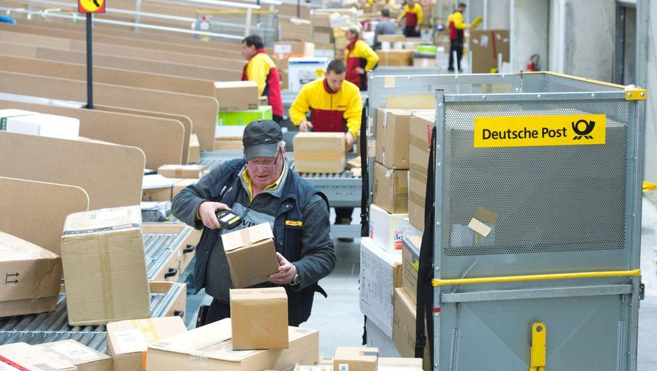Hochbetrieb: Zustellbasis der Deutschen Post in Berlin