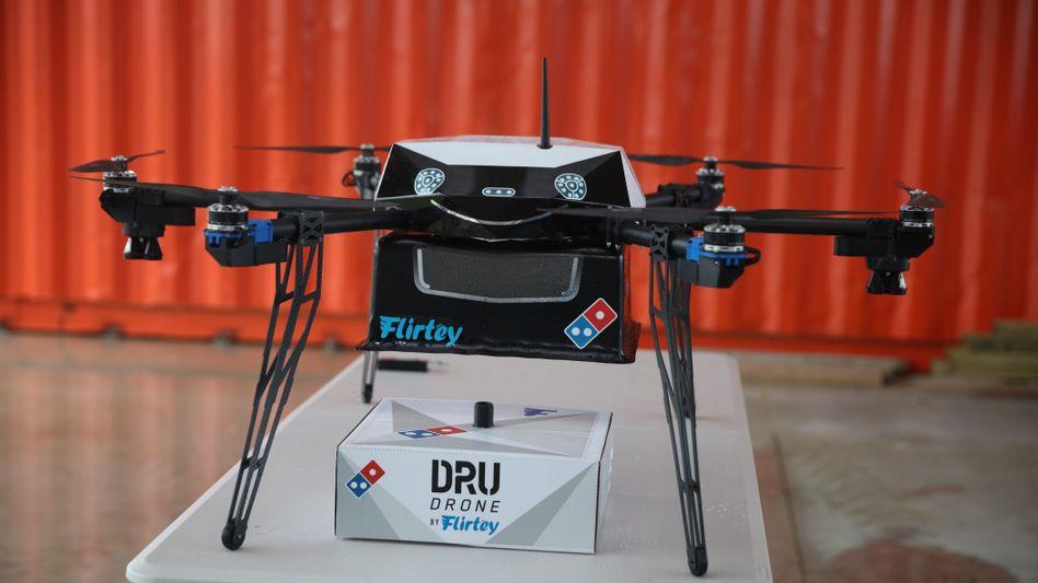 Pizza drunter - und dann freien Flug? Domino's hat es ausprobiert