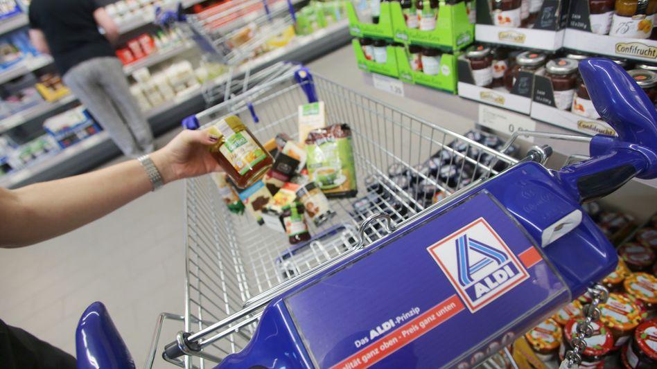 Kundin bei Aldi: Künftig auch Läden in China?