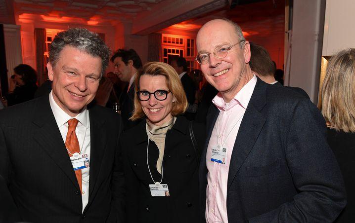 Martin Blessing mit seiner Frau Dorothee, die für die US-Bank JP Morgan arbeitet, und Burda-CEO Paul-Bernhard Kallen 2015 in Davos.