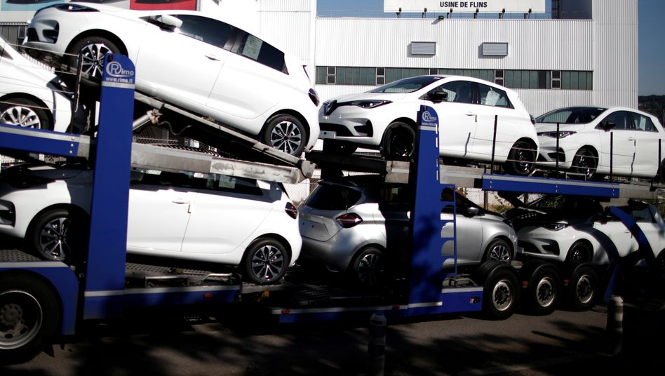Transport mit fabrikneuen Renault Zoe - dem Bestseller der Prämienempfänger - verlässt das französische Werk Flins.