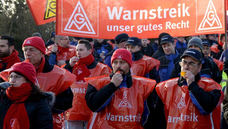 Warnstreik in Hannover: Im Metall-Tarifstreit gibt es weiter keine Einigung.