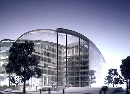 Umzugsfreudig: Noch residiert die Deutsche Lufthansa in einem ollen Hochhaus in Köln. Das neue Gebäude am Frankfurter Flughafen, entworfen von dem Architektenbüro Ingenhoven und Partner, wird nach Abschluss des ersten Bauabschnitts Ende 2004 Platz für 1800 Mitarbeiter bieten. Es kann dank seiner modularen Baustruktur nach Bedarf auf bis zu 4500 Arbeitsplätze ausgebaut werden.