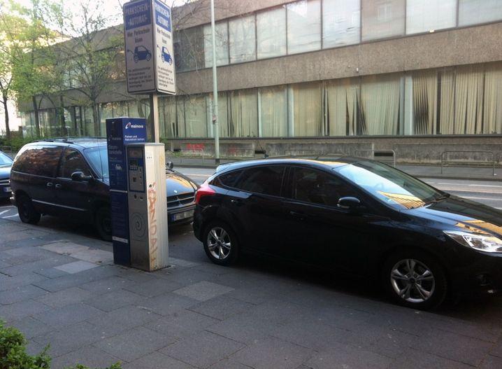 Abschleppen verboten: Zugeparkte Ladeplätze in Frankfurt am Main