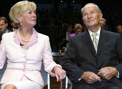 Mehrheit in der BVG: Familie Mohn, hier Liz und Reinhard