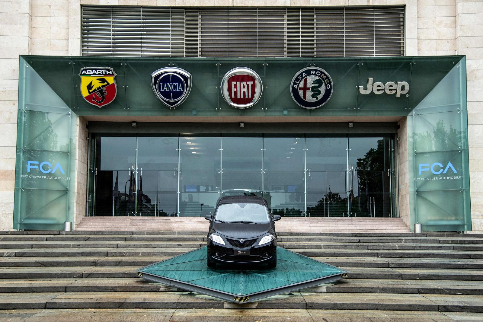 ITALY-AUTO-INDUSTRY-FIAT-MARKETS-CHRYSLER
