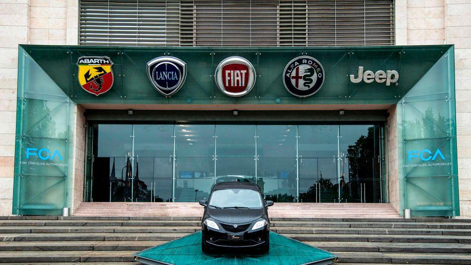Eingang zu Fiats Werk in Mirafiori in Turin: Bald wird an diesem Werk auch das Logo von PSA prangen