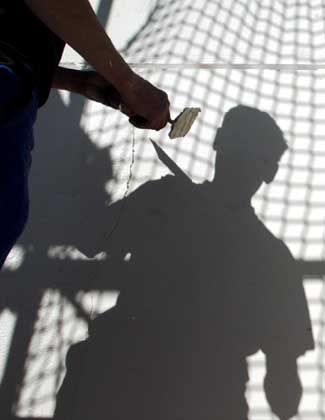 Schatten auf der Wirtschaftsentwicklung: IG Bau fordert rechtliche Klärung der Kontingent-Frage