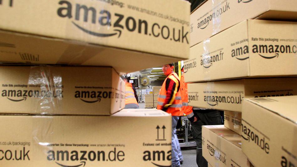Sechs Wochen arbeiten, vier Wochen Bezahlung: Amazon finanziert sein Hilfskräfte mit einem Trick zumindest teilweise über die Arbeitsagentur