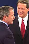 Shake-hands der Kandidaten: George W. Bush (l.) und Al Gore