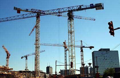 Die Krähne ruhen: In Baugewerbe in Schleswig-Holstein und Niedersachsen wird seit Montag gestreikt