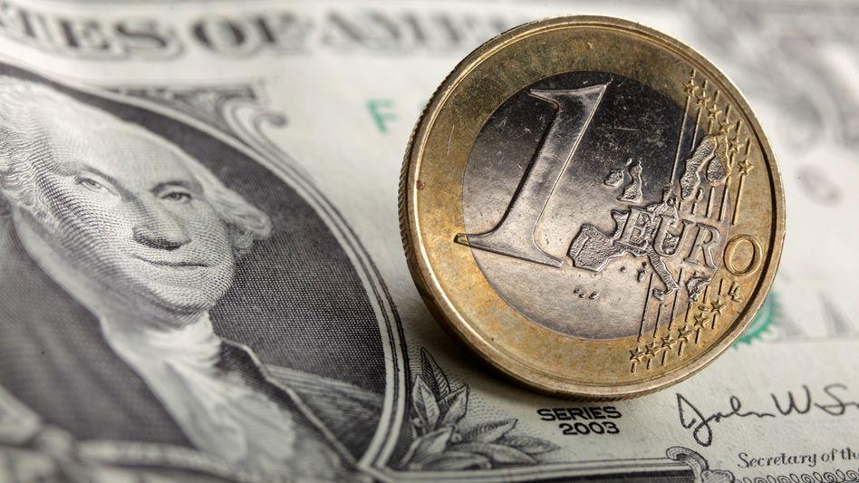 Der Euro ist zum Dollar auf ein Fünfmonatstief gefallen