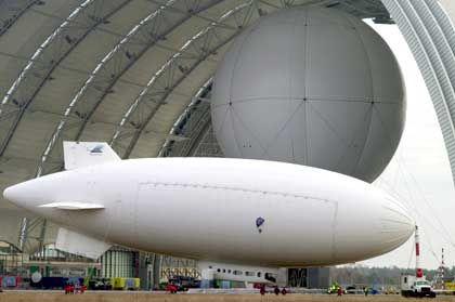 Test-Luftschiff: Ob nach dem Modell des Cargolifter-Schwerlasttyps das Original gebaut wird, steht in den Sternen.