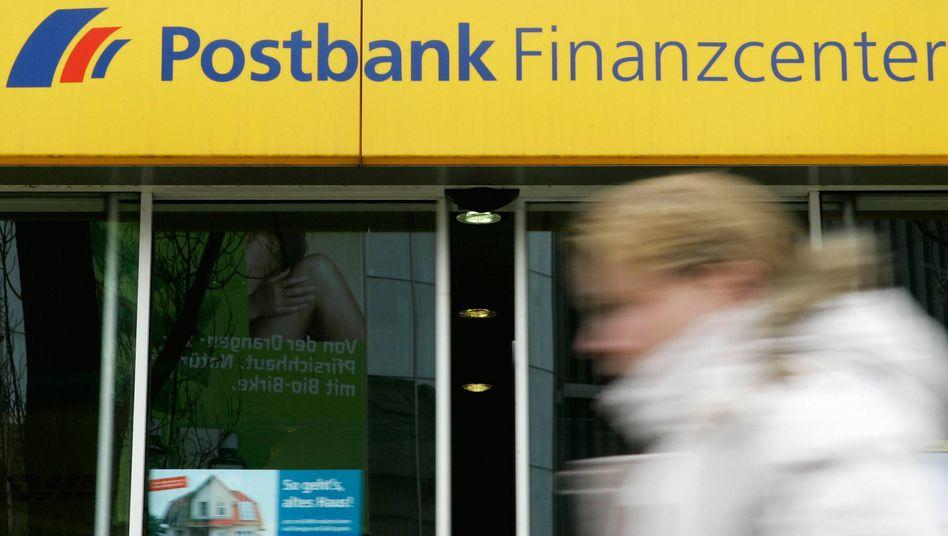 Geprellte Kunden: Die Postbank soll aus wirtschaftlichen Gründen die Risiken des Geschäfts verschwiegen haben