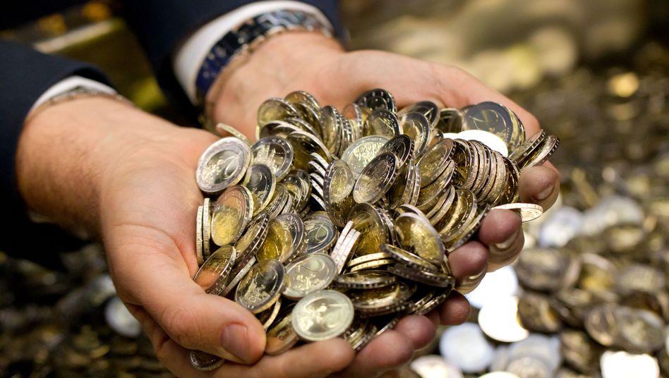 Glanz und Glitter: Die abgebildeten Hände gehören übrigens dem bayerischen Finanzminister Markus Söder (CSU)