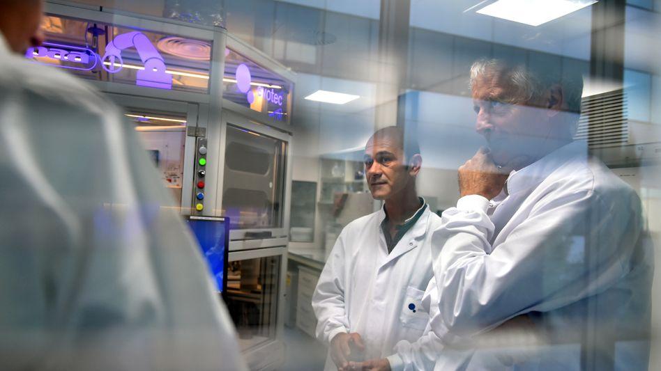 Arbeit im Labor: Evotec forscht im Auftrag anderer Pharmaunternehmen