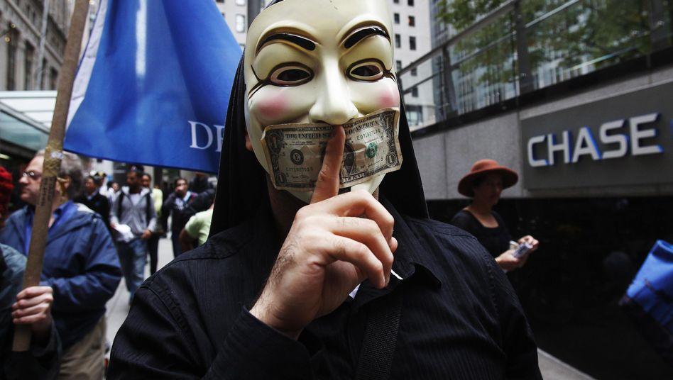 Die Hacker-Gruppe Anonymous hat eine führende Rolle bei den Protest-Bewegungen in den USA übernommen - Ihr Symbol tragen viele Demonstranten