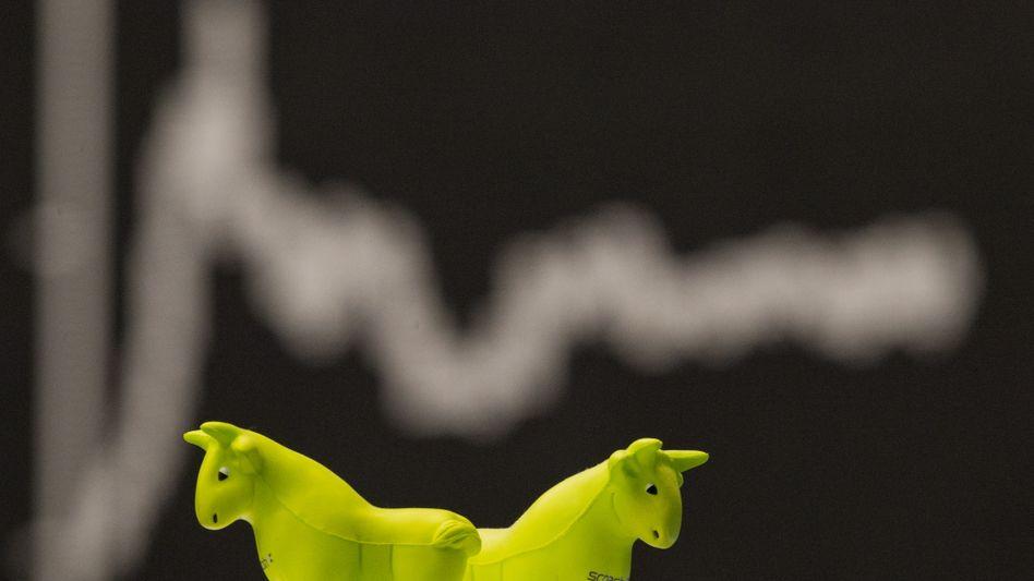 Dax auf Rekordhoch nahe 14.000 Punkten: Keine Zinsen, aber unglaublich viel Geld, das ein Anlageziel sucht - dies treibt die Börsen weltweit auf Rekordniveau