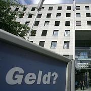 IKB-Zentrale in Düsseldorf: Nur selten zieht der Aufsichtsrat die zuständigen Manager rechtzeitig zur Verantwortung