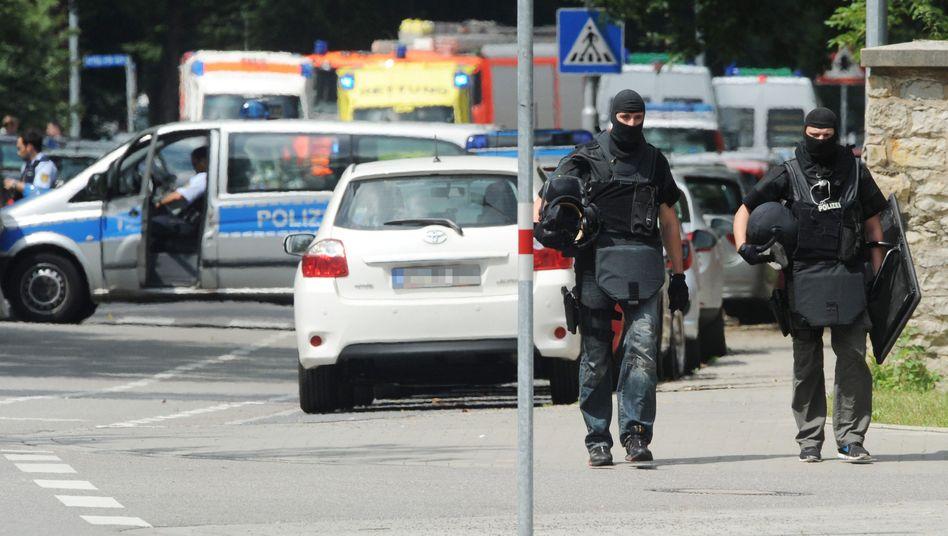 Sondereinsatzkommando der Polizei in Karlsruhe: Geiselnahme mit fünf Toten