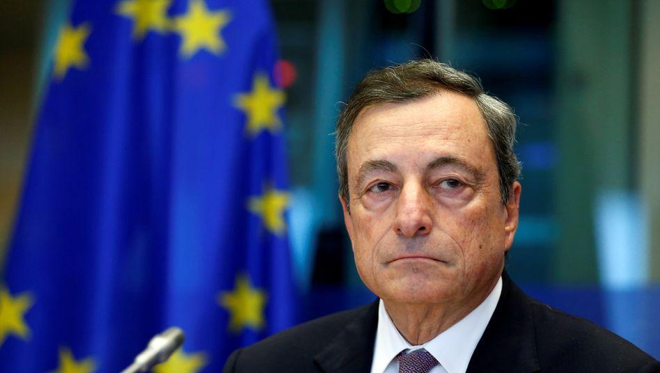 EZB-Präsident Mario Draghi öffnete die Geldschleusen weit - und stieß im Rat der EZB offenbar zunächst auf erheblichen Widerstand mit seinem Plan