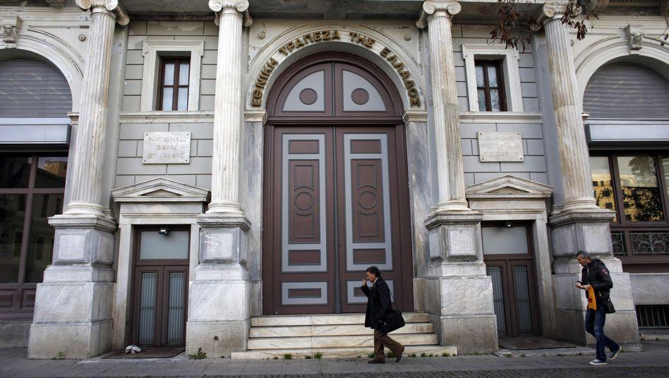 National Bank of Greece in Athen: Bankchef kündigt Rücktritt an