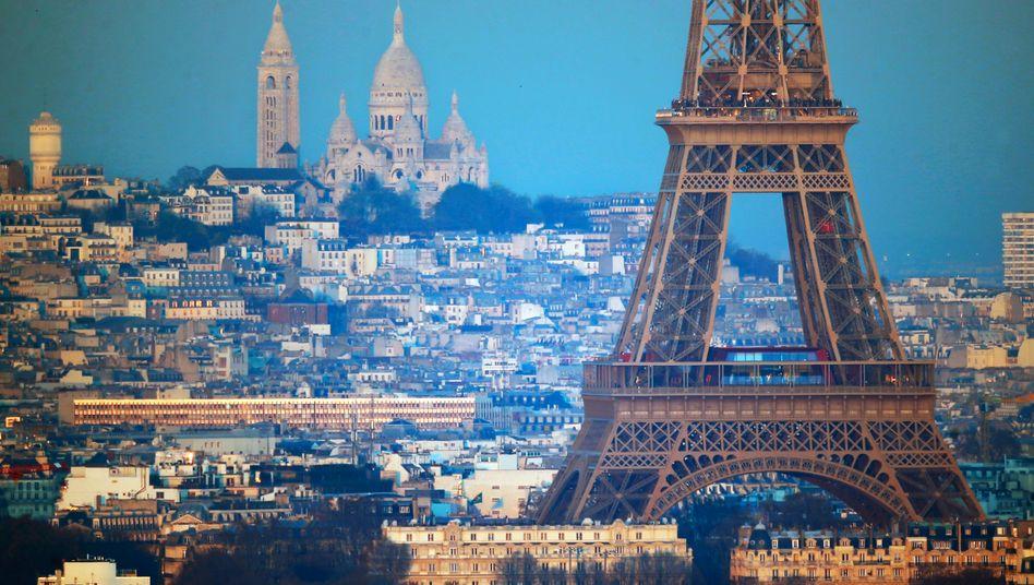 Eifelturm und Sacre Coeur in Paris: Die französische Metropole hat im ersten Halbjahr mehr Geld für Gründer angezogen und deutlich mehr Finanzierungen verbucht als Berlin.