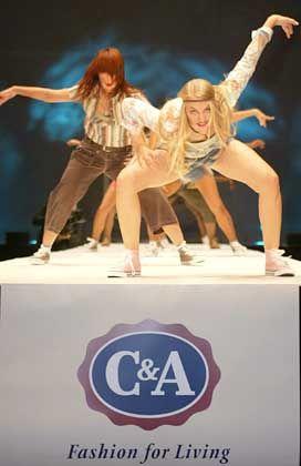 """""""Wir waren zu modisch"""":C&A-Models mit Kleidung der Sommerkollektion 2004"""