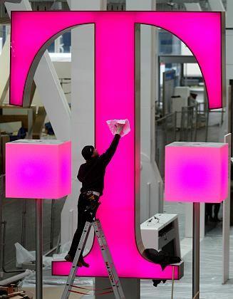 Zu neuen Ufern: Beim Umbau der Telekom werden zahlreiche Mitarbeiter nicht mehr benötigt