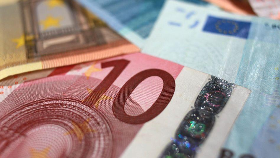 Hohe Bearbeitungsgebühren: Immer noch stellen Banken zusätzlich zu den Zinsen eines Kredits den Kunden Bearbeitungsgebühren in Rechnung