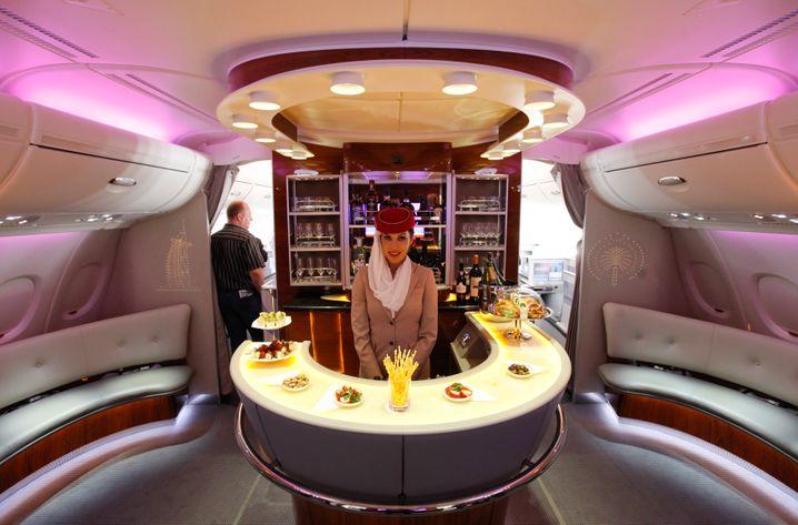 Immer ein Platz an der Bar: Hier in der First Class im Emirates Airbus A380