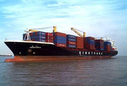 Import aus China: Ein großer Teil der Waren wird per Containerschiff eingeführt