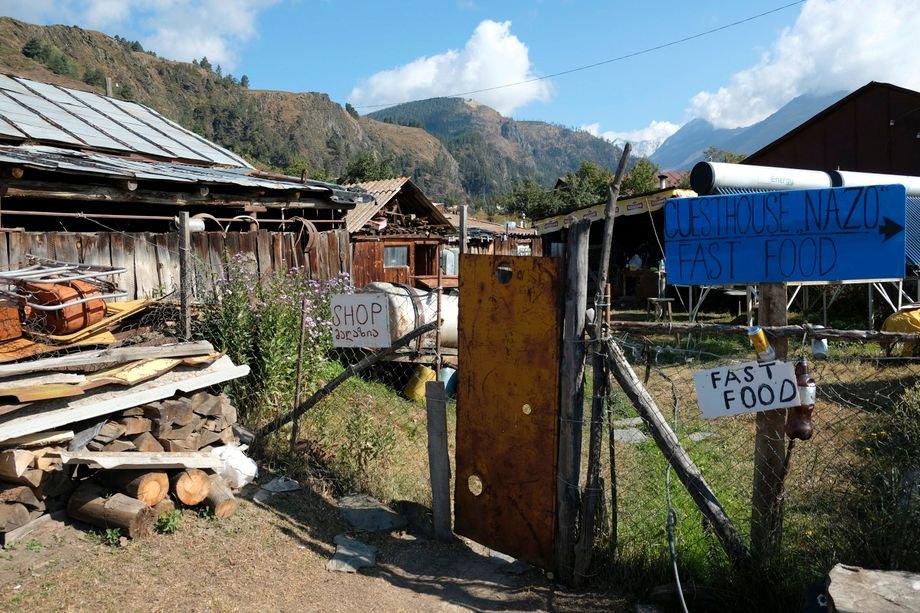 """""""Shop"""", """"Guesthouse"""", """"Fast Food"""": In Omalo will jeder am Touristenboom teilhaben"""
