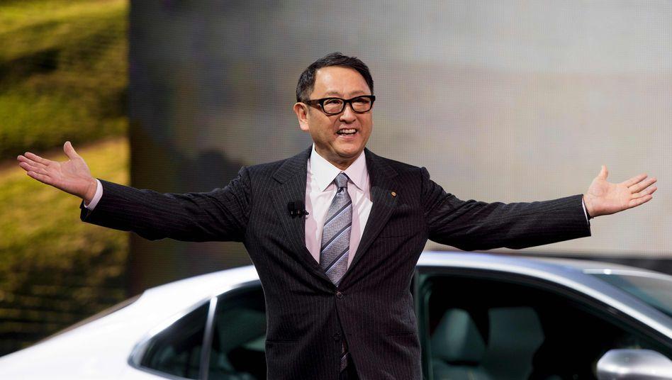 Firmenchef Akio Toyoda breitet nun auch für Batterie-Elektroautos in seinem Konzern die Arme aus